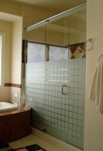 get Neo-Angle Glass Shower Doors in Park Ridge